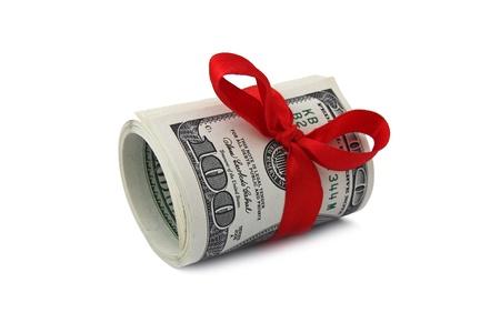 rouleau de billets de cent dollars à égalité avec ruban rouge Banque d'images