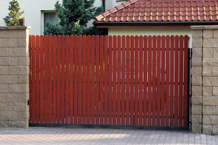 Holztor Standard-Bild - 20408965