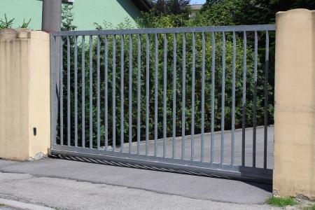 Moderne metalen hek
