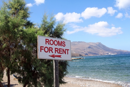 for rent sign: Rooms for rent sign on beautiful beach Stock Photo