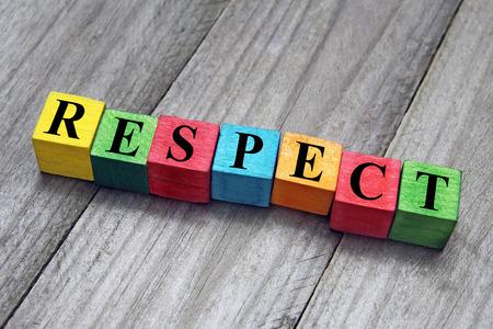 respeto: concepto de la palabra respeto en los cubos de madera Foto de archivo