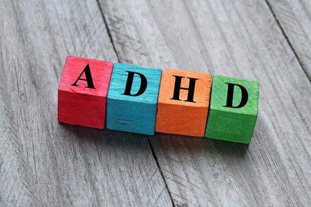 concept van de adhd word op houten kleurrijke kubussen Stockfoto