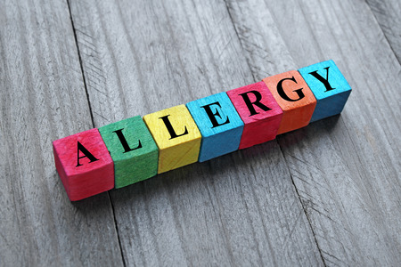 hypersensitivity: Word allergy on colorful wooden cubes
