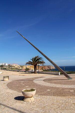 reloj de sol: reloj de sol en Sagres, Algarve, Portugal