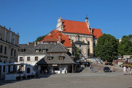 kazimierz dolny: Kazimierz Dolny - JULY 7: market square in Kazimierz Dolny; on July 7, 2015 in Kazimierz Dolny, Poland. Its a small town with the most beautiful localization and historic architecture in Poland. Editorial