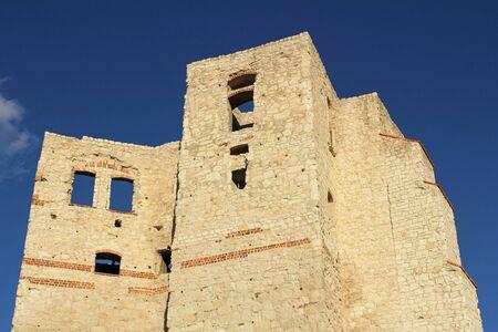 kazimierz dolny: Castle ruins in Kazimierz Dolny, Poland Stock Photo
