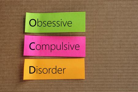 Obsessieve compulsieve stoornis (OCS) teksten op kleurrijke sticky notes