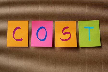 remuneraci�n: cost text on colorful sticky notes