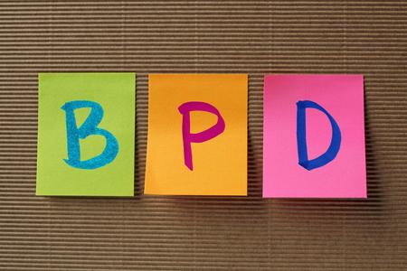 personalidad: TLP (Trastorno límite de la personalidad) siglas en colorido pegajosa