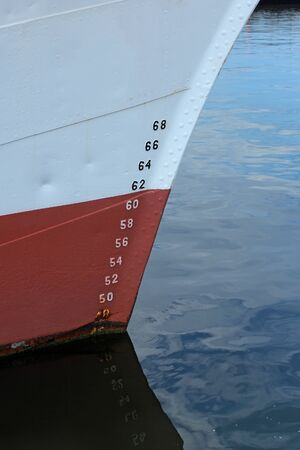 tonnage: bow of ship with draft scale numbering