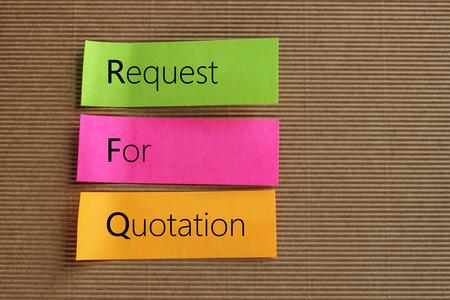 RFQ (Request for Quotation) Akronym auf bunten Haftnotizen