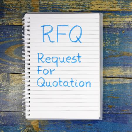 RFQ- Angebotsanfrage in Notebook geschrieben