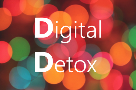 Digital Detox written on colorful bokeh background Banque d'images