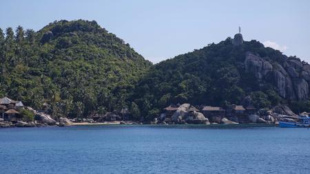 rocky coast of the paradise Koh Tao island in Thailand 免版税图像