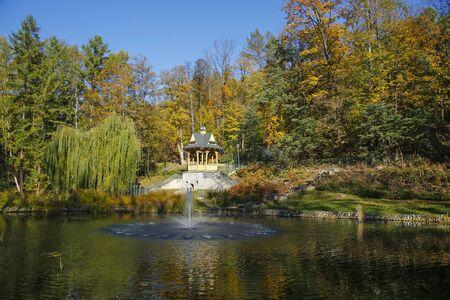 lake and gazebo in a Lower Park in Szczawnica, Poland Stockfoto - 131603123