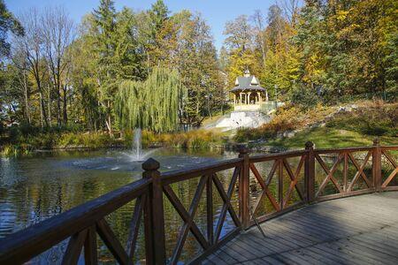 lake and gazebo in a Lower Park in Szczawnica, Poland Stockfoto