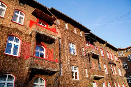 courtyard of old brick buildings of the former mining district of Silesia, Nikiszowiec, Katowice Zdjęcie Seryjne