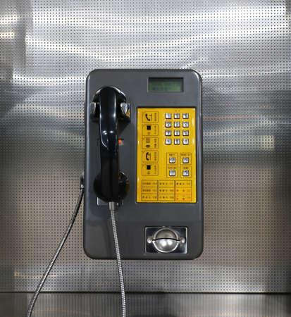 デパート、MRT、病院、オフィス、公共の場所は公衆電話を設定し、あなたが呼び出すためにコインする必要があります。科学技術の感覚を示す金属