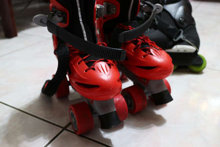 Close up view, on white, of inline skate. Foto de archivo - 95444897