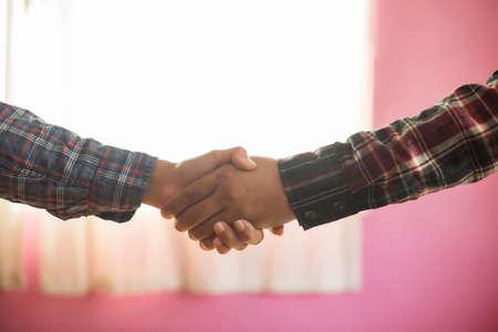 Many handshake