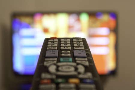 TV-Fernbedienung in einem Wohnzimmer Standard-Bild - 11916791