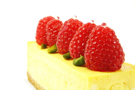 fare: perspective shot of a raspberry decorated cheesecake Stock Photo