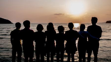 Team Teamwork Relation Samen Eenheid Vriendschap Concept op het strand en zonsondergang Stockfoto
