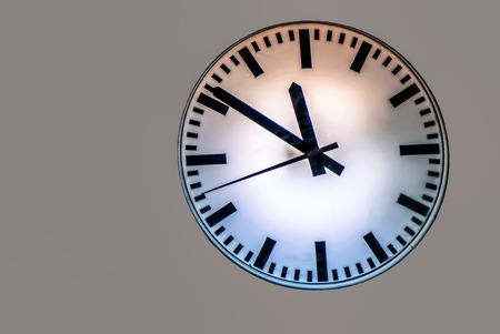 Le temps est compté pour changer sur fond isolé
