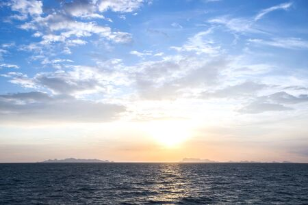 Summer and blue sky with blue sea waves soft surface and beauty sunset, Thailand Stockfoto