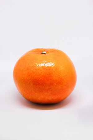 orange, isolated, white, background, fresh, fruit, organic, citrus, food, ripe, juicy, slice, healthy, closeup, yellow, macro, sweet, vitamin, refreshing, oranges, natural, cut, diet, tropical, freshness,tasty,half,refreshment,section,navel, nature,bright,health,leaf,shiny,skin,round,delicious,nutrition,ingredient, vegetarian,sliced,raw,exotic,stem,juice,dieting,whole,sour,peel Imagens - 92875006