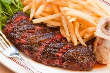 ハンガー ステーキのフリット、カフェ運、サンタ ・ バーバラ、カリフォルニア、アメリカ合衆国 写真素材