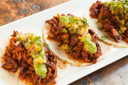 Mexican style Tacos al Pastor served on soft tortillas Imagens