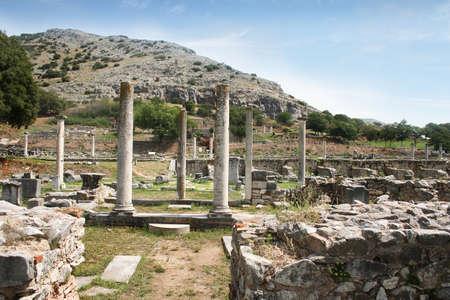 Altes Philippi. Überreste des historischen Philippi, die von Apostel Paulus, Silas, Lydia und frühen Christen in Apostelgeschichte 16 besucht worden wären. Blick von Basilika B auf Basilika A. Diese Überreste befinden sich in der Nähe der Agora von Philippi. Standard-Bild