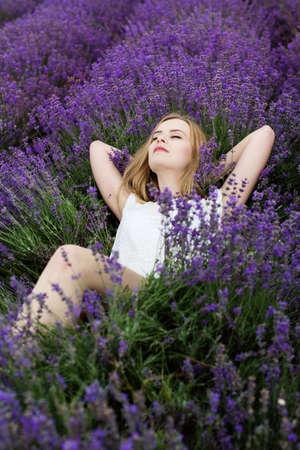 Adorable girl in fairy field of lavender Stockfoto