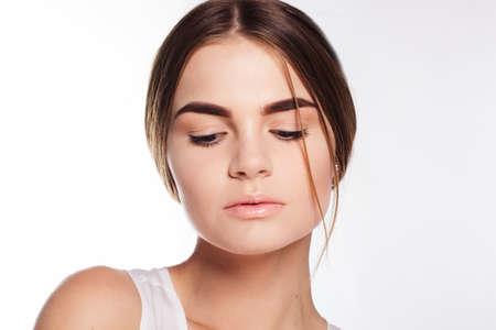 modelos desnudas: La muchacha adolescente con la piel perfecta y maquillaje desnuda en su cara Foto de archivo