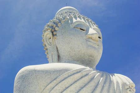 marmorate: White big Buddha temple complex