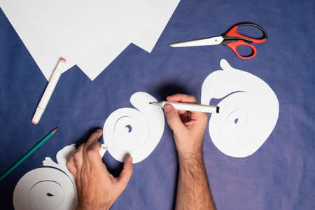 Step 8. DIY Halloween paper ghost. Halloween craft step by step instructions. Archivio Fotografico