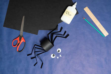 DIY Halloween paper spider. Halloween craft step by step instructions. Step 13.