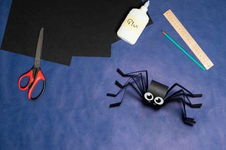 DIY Halloween paper spider. Halloween craft step by step instructions. Step 15.