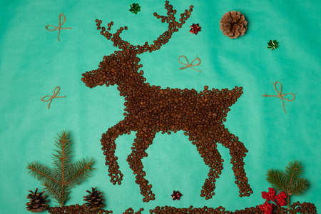 Christmas composition. Christmas deer made from coffee beans. Flat lay, top view. Archivio Fotografico