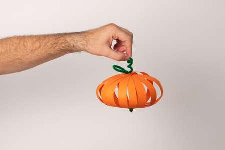 DIY Halloween paper pumpkin. Halloween craft aper pumpkin.