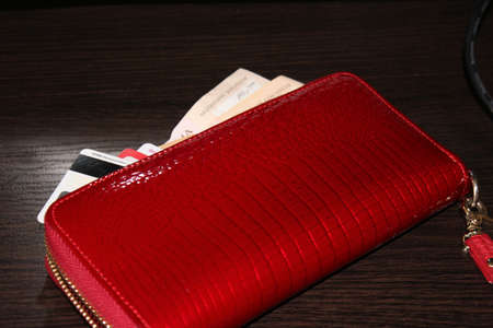 bring: Scarlet purse will bring success