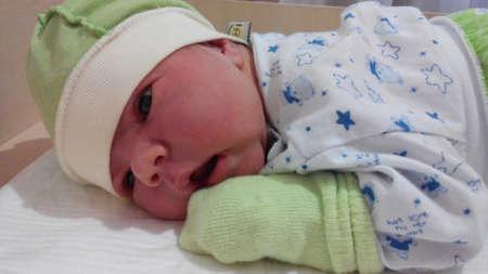 somnolent: Newborn opens a new world for herself