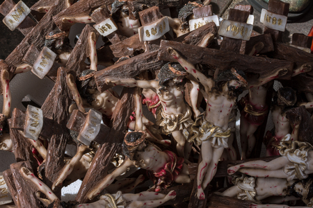 There are many crucifixes in the box and they are unadorned. Standard-Bild