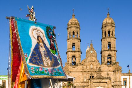 There is a banner of the virgin of Zapopan in front of the basilica. Imagens