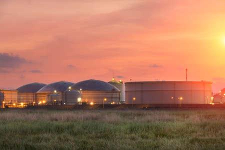 storage tanks: Natural Gas storage tanks , Oil tank , LPG , Petrochemical plant , Petroleum Stock Photo