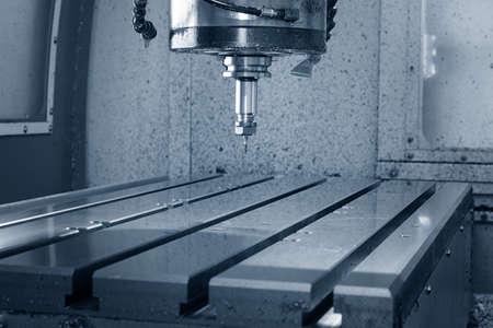 Metalworking CNC milling machine. Cutting metal modern processing technology. Foto de archivo
