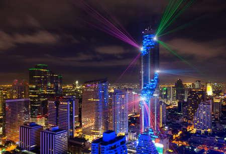 Bangkok vista Mahanakhon es el nuevo edificio más alto en Bangkok. Edificio en ascenso Foto de archivo - 83926927