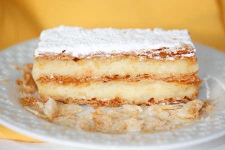 thousand sheets cake white flour vanilla cream dessert