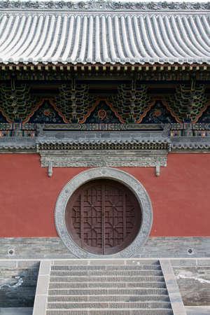 round: Traditional chinese round door